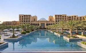 Spojené arabské emiráty: 5* Hilton na 11 dní na pláži s bílým pískem za 16 383 Kč! Sleva 60 %!