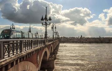 Francie: Bordeaux z Prahy v listopadu za 518 Kč/ zpáteční letenka!