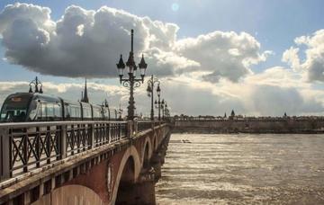 Francie: Bordeaux z Vídně v listopadu za 1 100 Kč/ zpáteční letenka!