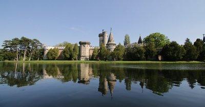 Jednodenní poznávací zájezd do čokoládovny, zámku Franzensburg a městečka Baden v dubnu za 699 Kč!