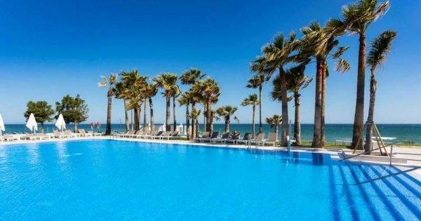 Španělsko z Prahy na 8 dní v květnu v luxusním 5* hotelu s polopenzí za 9 990 Kč! Sleva 50 %!