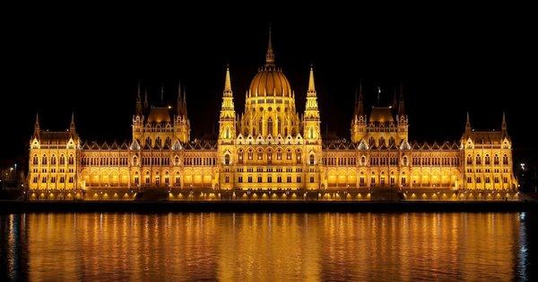Silvestr v Budapešti! Poznávací zájezd na 4 dny/ 2 noci se snídaní za 3 199 Kč!