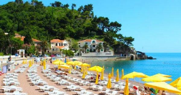 Černá Hora: Petrovac z Prahy na 8 dní s polopenzí za 5 980 Kč! Odlet již 6. 7. 2019!