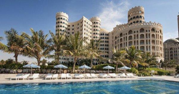 Spojené arabské emiráty z Prahy na 8 dní v 5* hotelu se snídaní za 14 990 Kč! Sleva 43 %!