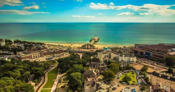 V létě k moři na jih Anglie? Proč ne? Praha - Bournemouth za 1300 Kč/zpáteční letenka!