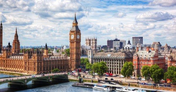 Předvánoční nákupy v Londýně s výhodnými letenkami od Wizzair, Ryanair