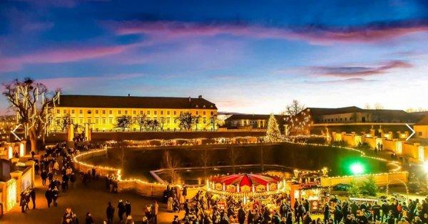 Za poznáním a adventními trhy na zámek Schloss Hof a do čokoládovny Hauswirth za 249 Kč, sleva 50 %