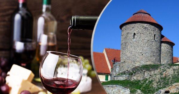 Historické Znojmo pro 2 osoby na 3 dny s polopenzí a lahví vína za 1 990 Kč! Sleva 41 %!