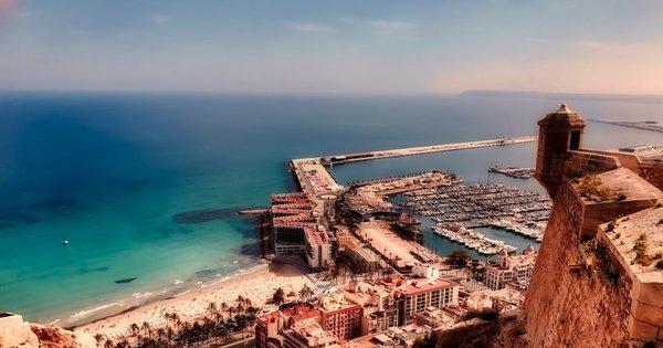 Alicante z Vídně v dubnu již od 505 Kč/ zpáteční letenka!