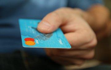 Jak na levné platby a výběry kartou v zahraničí? 6 alternativ, které vám mohou ušetřit peníze