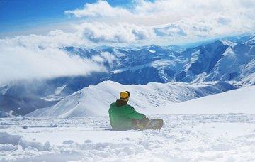Netradiční zimní sporty, které vás nenechají v klidu! Kam se za nimi vydat?