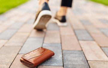 Ztráta cestovního pasu či občanského průkazu není legrace. Jak postupovat v ČR i v zahraničí?