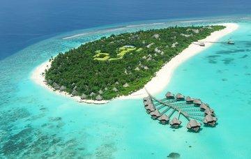 10 úžasných ostrovů světa: Podmořský ráj i koupání sželvami a delfíny