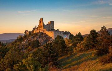 Kam na výlet na Slovensku? Poznejte tajemství hradů a krásnou přírodu