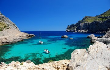 Nejkrásnější pláže Mallorky: Obdivujte skalnaté útesy a jemný bílý písek