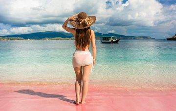 I růžová pláž existuje. Kde najít tu nejkrásnější?