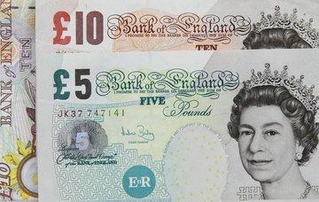 Jak a čím platit ve Velké Británii – britská libra, kurz, směnárny a ceny