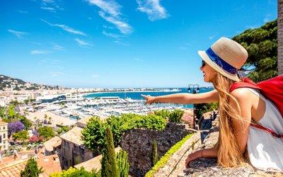 Eurovíkendy, které letos nejvíc letí: Noční bary vBarceloně a mořské vlny vsicilském Palermu