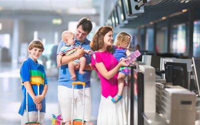 Nejčastější otazníky při cestování s dětmi - cestovní doklady, kočárek a jídlo do letadla