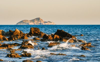 7 ojedinělých evropských ostrovů, které čekají na svého majitele