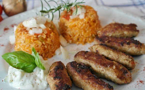 Srbská kuchyně – nejznámější jídla, pití a jejich ceny