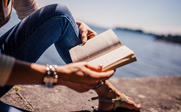 Knihy o cestování, které zaženou nudu i inspirují