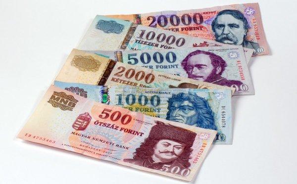 Čím platit v Maďarsku – měna, směnárny, bezhotovostní platby a ceny