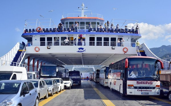 Plánujete se při dovolené přepravovat trajektem? Přečtěte si, jak se připravit a co od plavby čekat