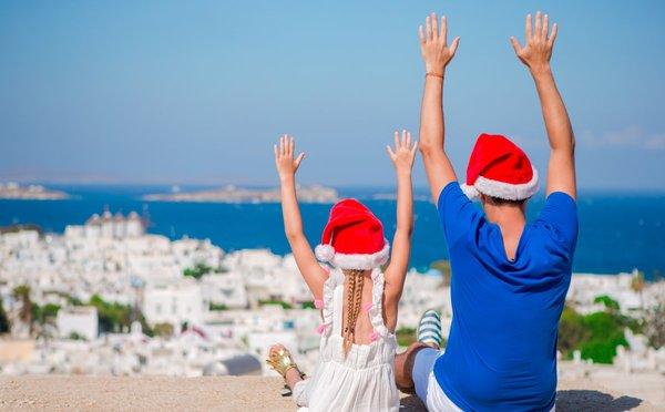 Řecko vzimě: Vydejte se za poklidem vánočně osvětlených pláží