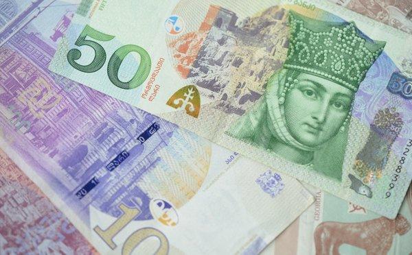Jak a čím platit v Gruzii – místní měna, výběry z bankomatů a ceny