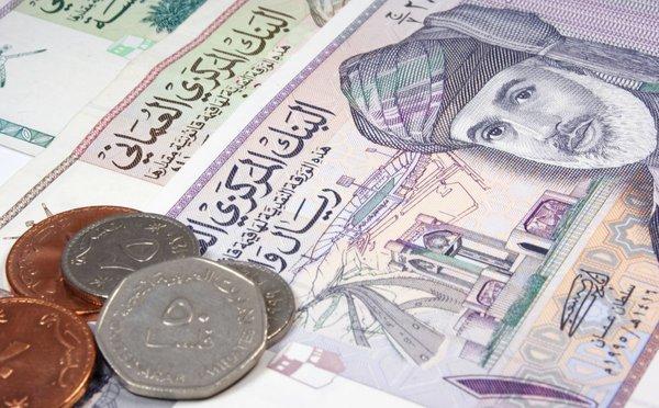 Jak platit v Ománu: měna, směna, bankomaty, platba kartou a ceny