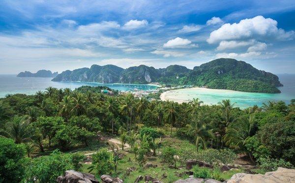 Symbol Thajska Ko Phi Phi – zábavní park, nebo ráj na zemi?