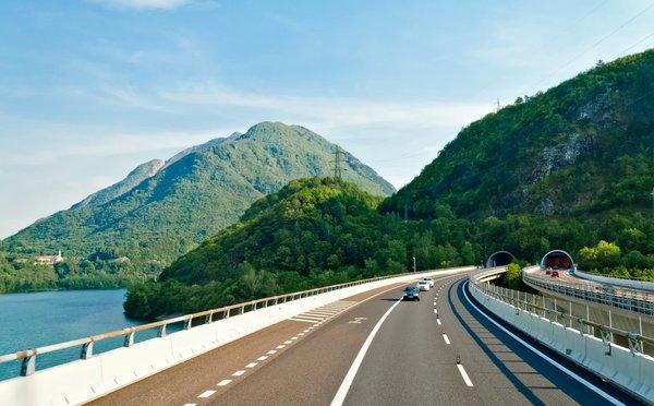 Cestování autem do Rakouska: poplatky na dálnicích a užitečné rady