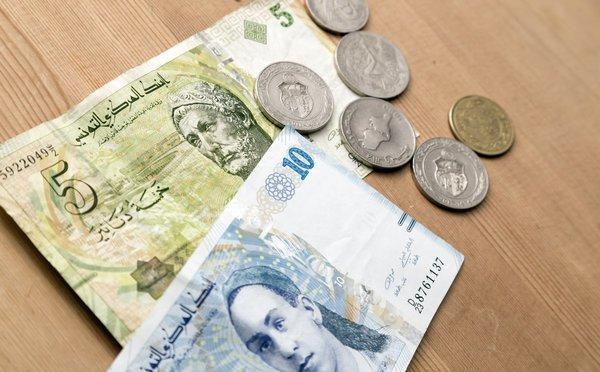 Čím platit v Tunisku, kde měnit peníze, jaké jsou ceny a kurz dináru