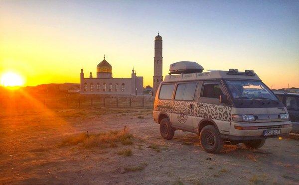 14 zemí a téměř 19 000 km na cestě k pohoří Pamír