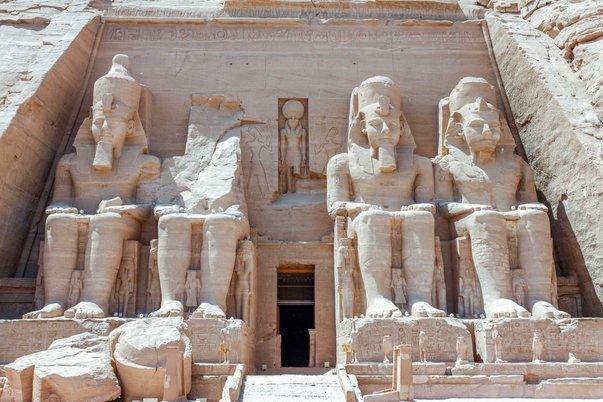 Průčelí Velkého chrámu v Abú Simbel