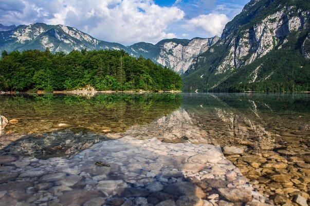 Bohinjské jezero v národním parku Triglav