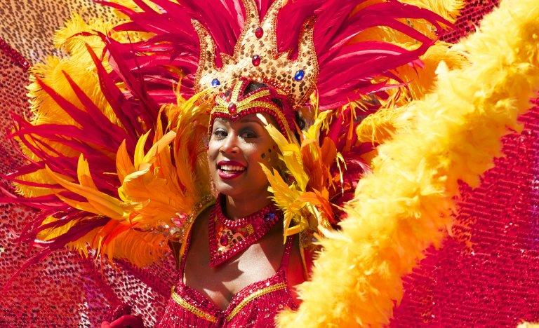 Karneval v Rio de Janeiro 2020: rej barev a stovky sexy tanečnic