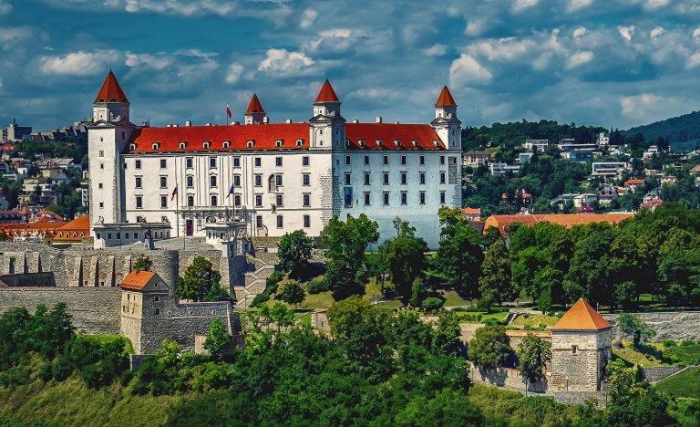 Na Slovensko nově bez testů a karantény, prozatím však s omezením